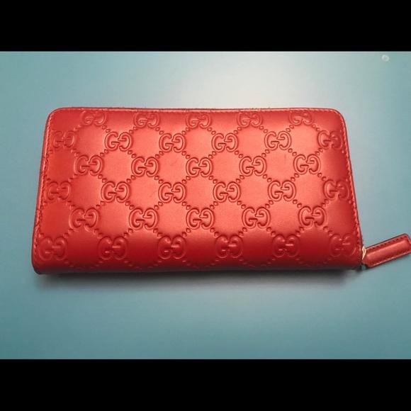 4f92715e6a6a Gucci Accessories | Signature Zip Around Leather Wallet Unisex ...